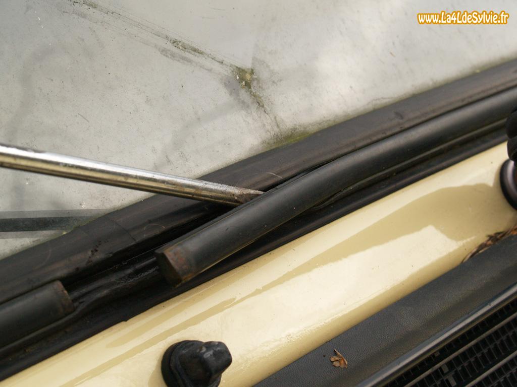 joint vitre voiture joint de vitre pour portes arri re de 2cv camionette azu l che vitre de. Black Bedroom Furniture Sets. Home Design Ideas